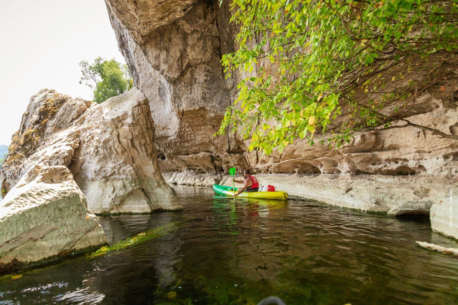 location kayaks et canoes en Correze et Lot, sur la Dordogne