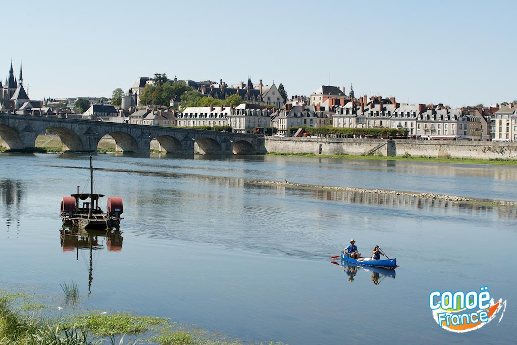 Pont de Blois sur la Loire vu en canoë kayak